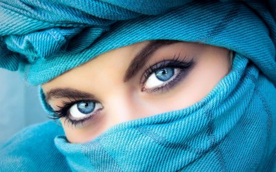 beautiful-woman-blue-eyes